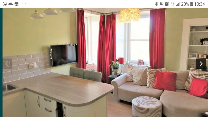 Gorgeous traditional tenement flat in west end