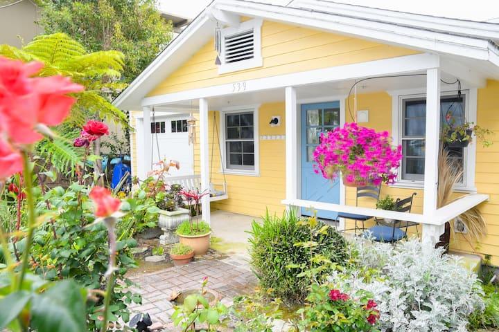 Sea Breeze Cottage- charm & location