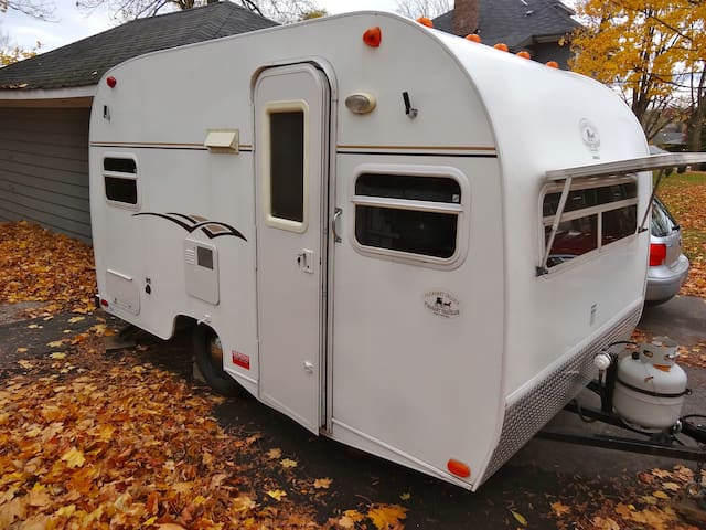 Vintage travel trailer - Midland - Camper/RV
