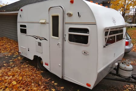 Vintage travel trailer - Midland