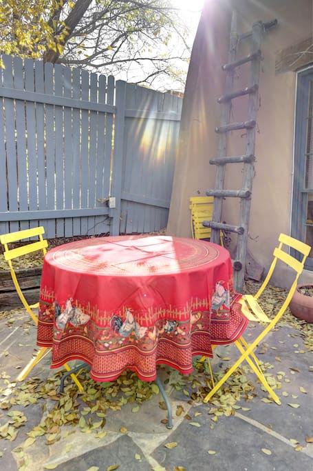 Side Courtyard Seating