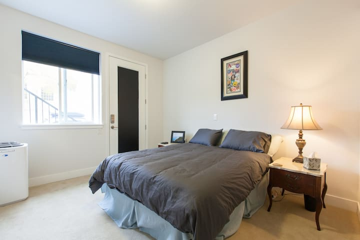 Private entry with en suite in Downtown Denver
