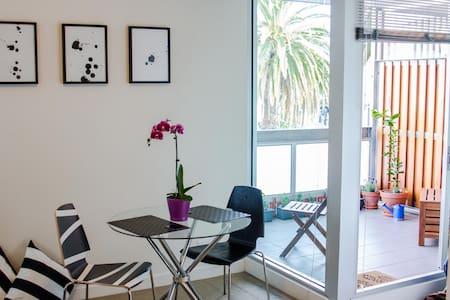 Elegant St Kilda Apartment! - St Kilda - Apartment