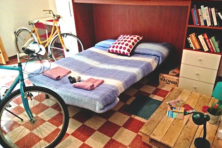 Cozy Room with free Bikes, Pigneto!