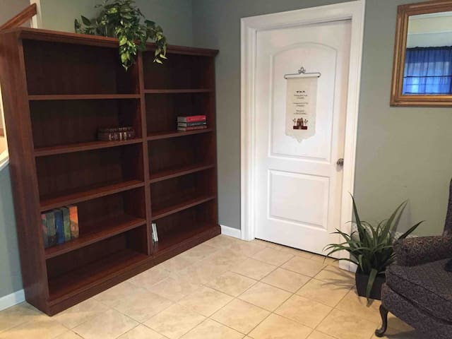 Cozy, private apartment Downtown Dover