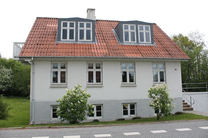 Lovely village-house close to town - Skanderborg - House