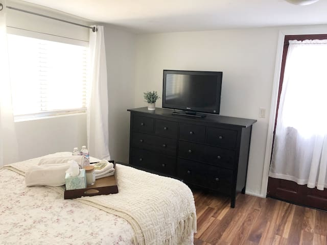 1 Bedroom/1 Bath In-Law Unit East Bay