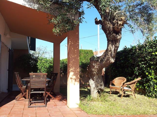 Garden house close to the beach - Sant Pere de Ribes - Haus