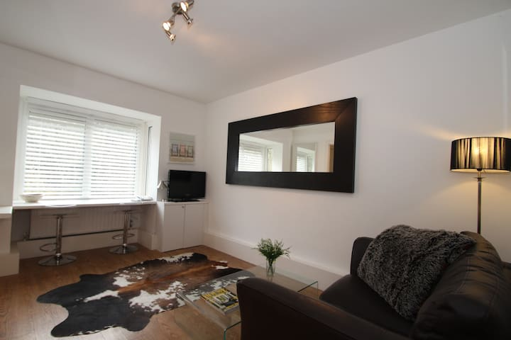 Central executive apartment - Guildford - Leilighet