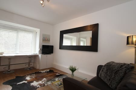 Central executive apartment - Guildford