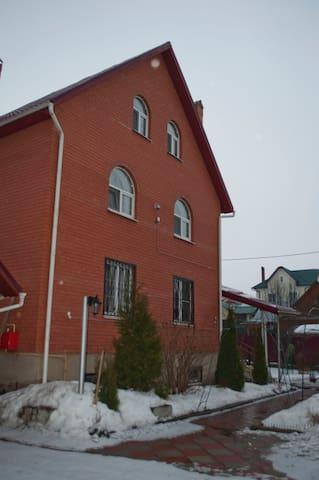 2 комнаты в коттедже для ночлега - Поярково - บ้าน