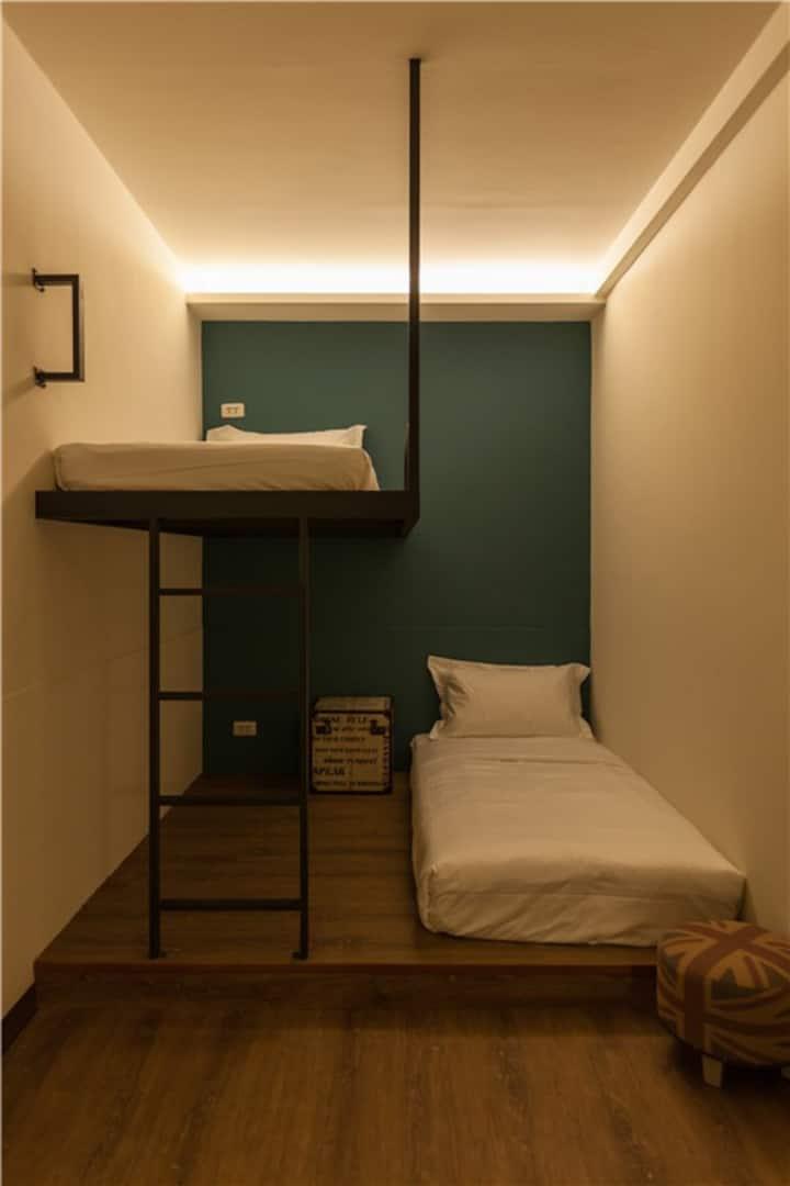 花蓮火車站旁小旅行迷你公寓雙人套房BUNK BED