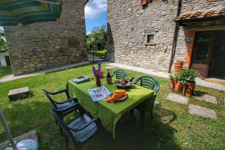 Delightful Apartment with Swimming Pool, Garden, Fireplace