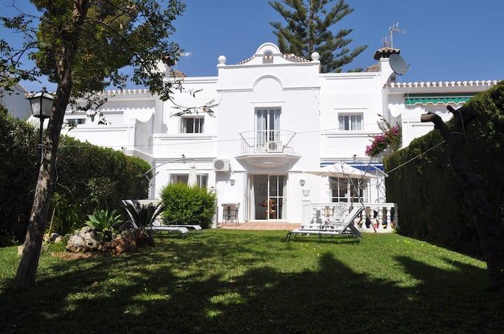 House for 8, Pool, Garden, Beach