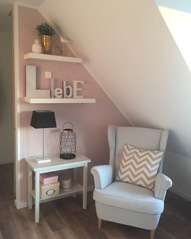 Gemütliche (Mädchen)Wohnung am See - Markkleeberg - Apartament