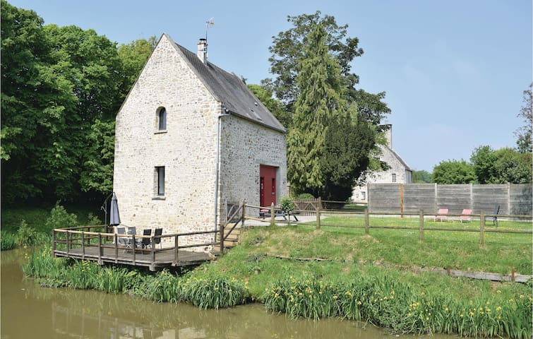 Holiday cottage with 2 bedrooms on 70m² in Auxais