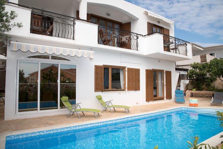 B&B Villa Katarina-standard tween/dbl Room&pool