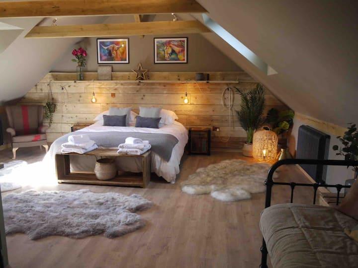 Stunning luxury hayloft in quaint country village