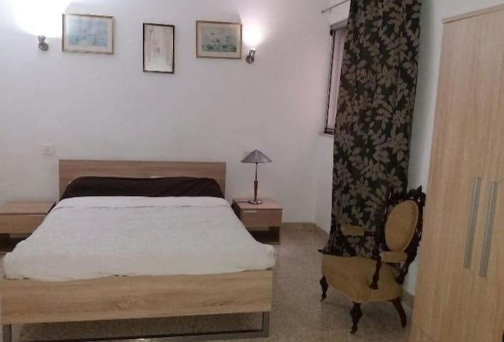 Central sliema . 1 bedroom and private bathroom