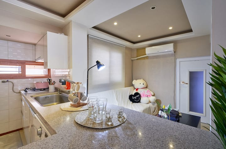 Itaewon stn, 3 min. ,Yongsan  small party  house!!