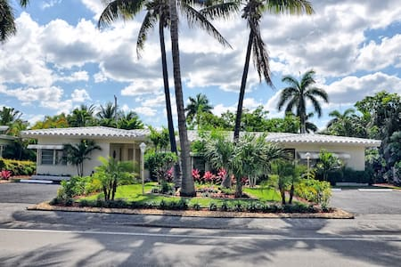 Ft Lauderdale Beach Villa With Pool, Walk to Beach - フォートローダーデール - 別荘