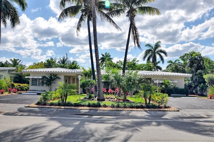 Charming Beach Villa w/ Pool Fort Lauderdale Beach