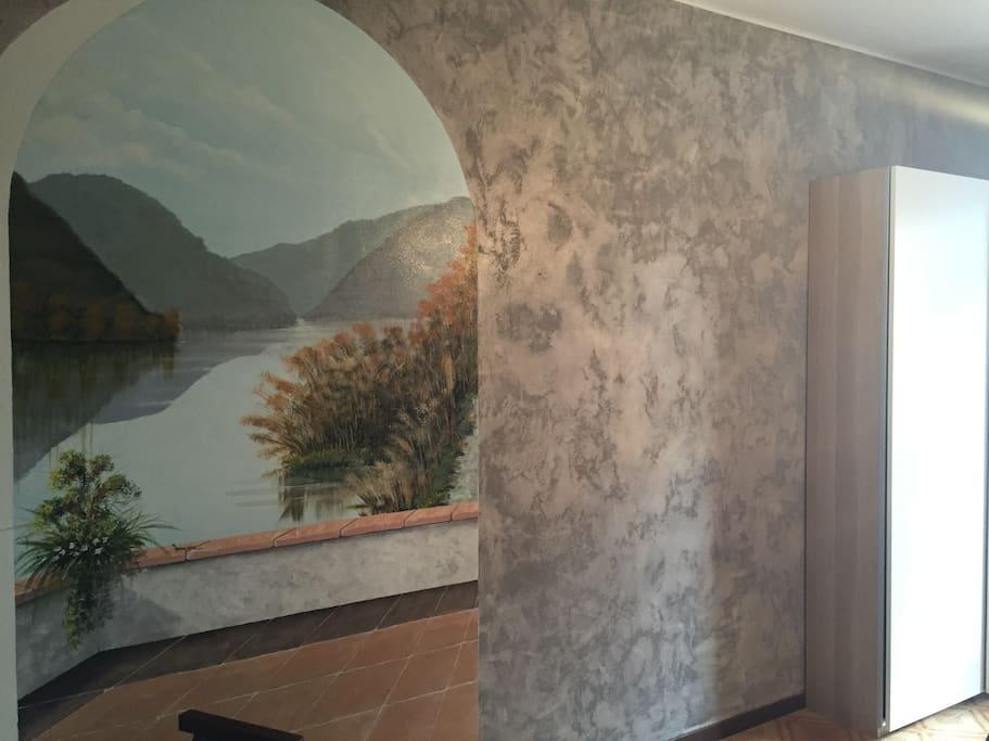 La Cameretta con un particolare del trompe l'oeil, anche questo opera del nostro amico Giorgio.Rappresenta il laghetto di Sartirana, Riserva Naturale a Merate.