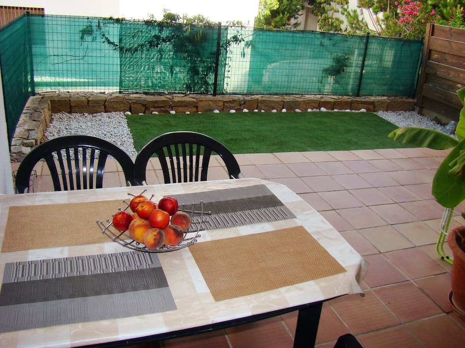 Terrace: table and 4 comfy armchairs: everything for your confort!
