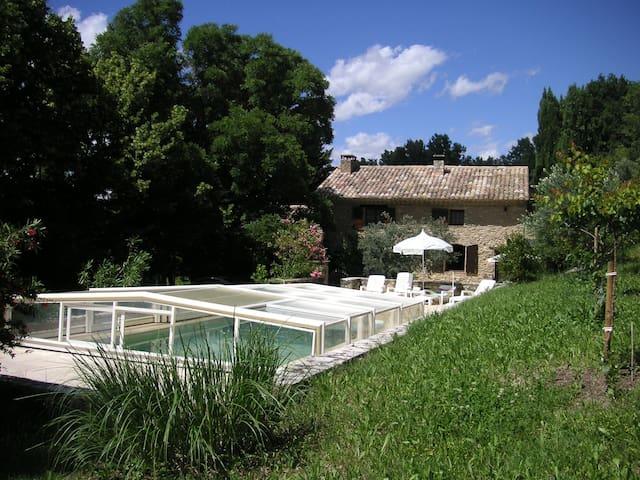 SEGURET Mas Provençal avec Piscine - Séguret - House
