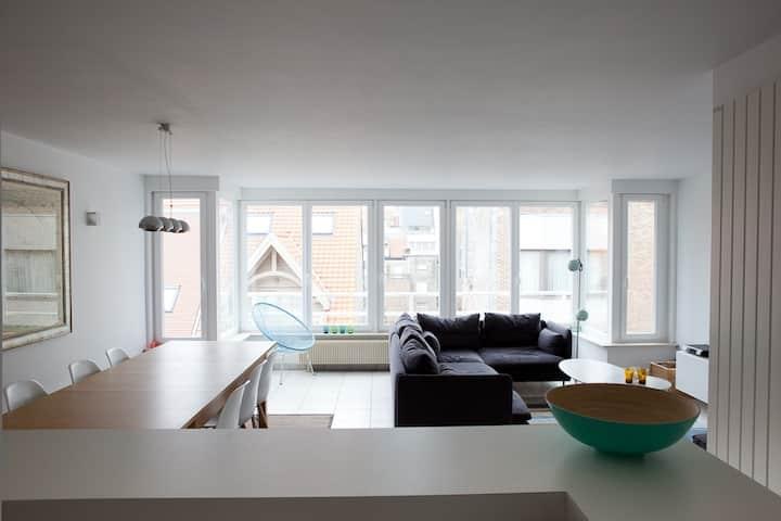 Lichtrijk appartement met zeezicht