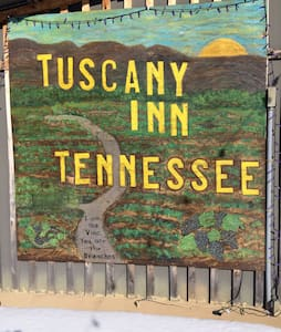 """Tuscany Inn Tennessee-Piccolo PH - Hickman - Bed & Breakfast"