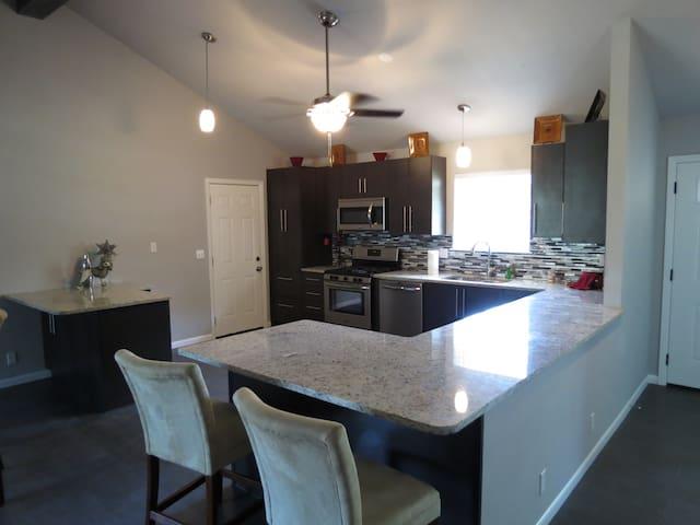 Luxury and Close to Everything - Oklahoma City - Huis