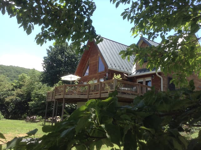 Log home/Bed & Breakfast, with breaktaking views