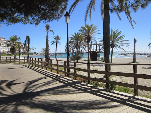 Puerto Banus beachfront sea view - Marbella - Flat