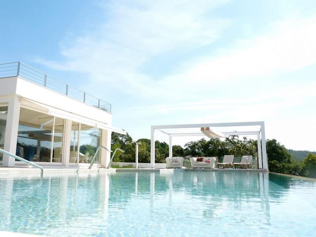 Spectacular 4 bed villa w/ pool - Almargem do Bispo - House