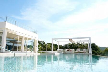 Spectacular 4 bed villa w/ pool - Almargem do Bispo - 独立屋