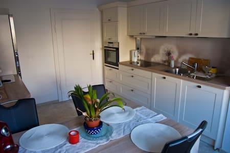 Gemütliche 2 Zmmer-Wohnung, modern, eigenes Bad - Fulda - Flat