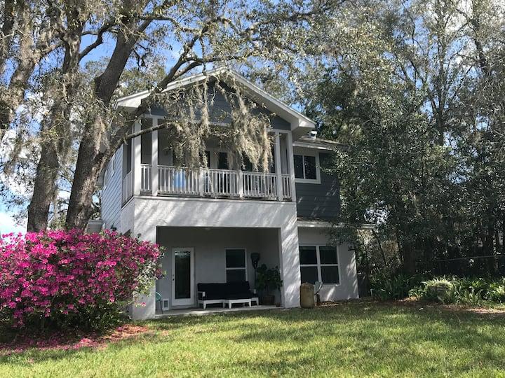 Modern Family Friendly Lakefront House