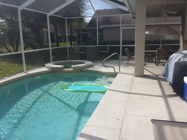 Home with Pool and Bonus Room - Riverview - Haus