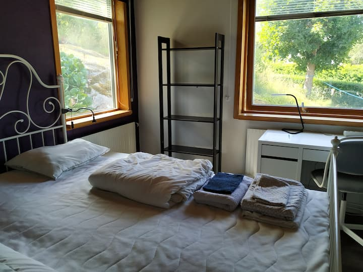 Cozy Double Room 15 minutes from Stockholm