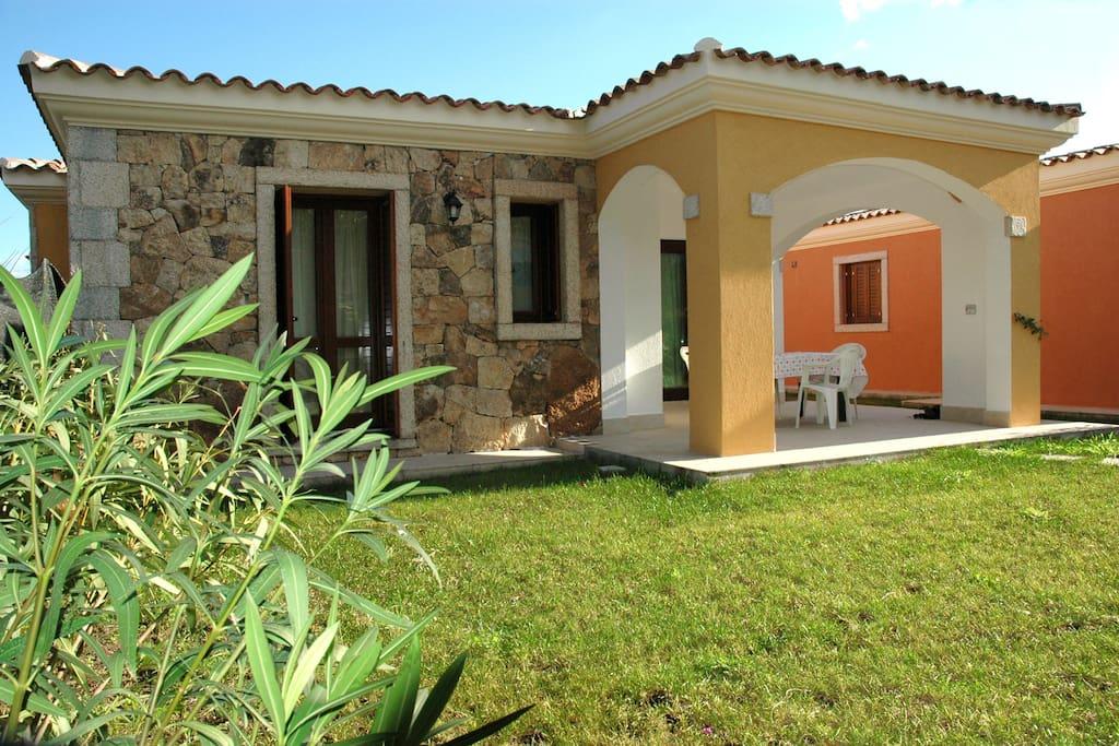 Graziosa villetta con giardino bra44 case in affitto a for Case in affitto a san teodoro