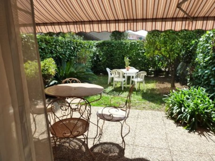 Terrasse de 15M2 ombragé, donnant sur appart/jardin