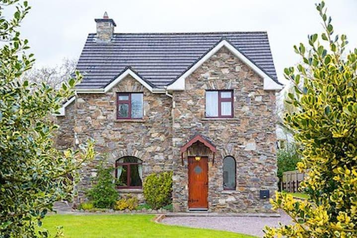 Killarney Town, - Mahonys Cottage, Co. Kerry