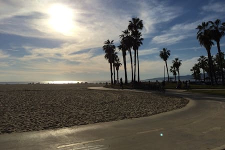 Beautiful Apt steps from beach! - Los Angeles - Apartment