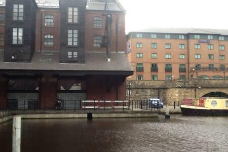 Stylish city centre loft apartment - Sheffield