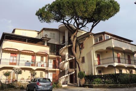 Number 12 - Marina di Minturno - Huoneisto