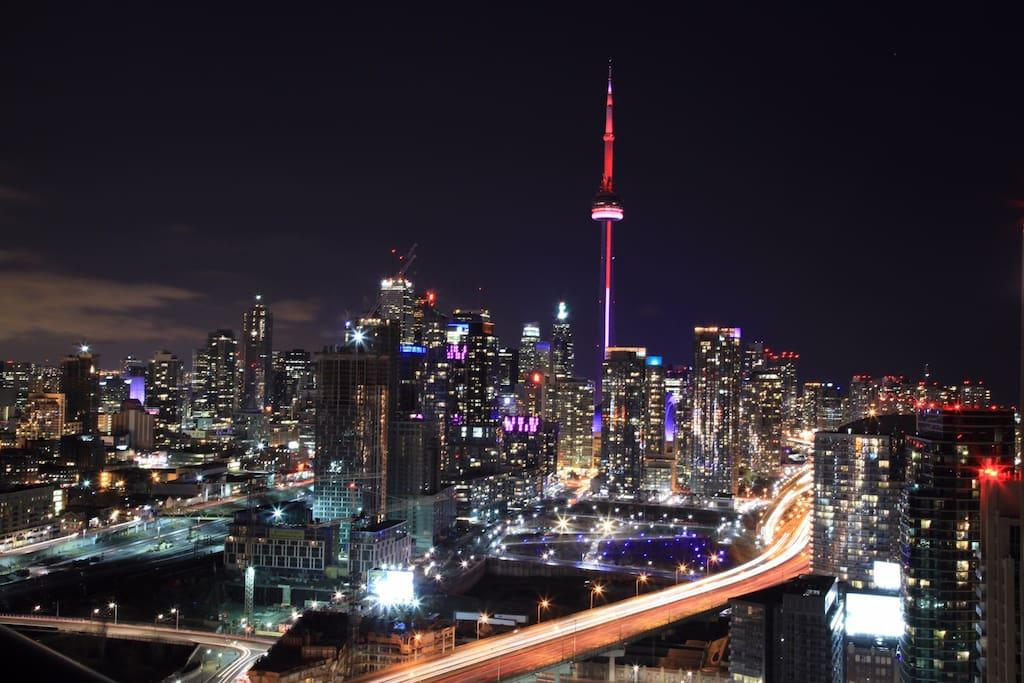 Toronto CN tower city view