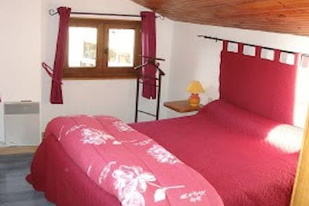 Chambre 3p + petits déjeuners - Lamastre - Bed & Breakfast