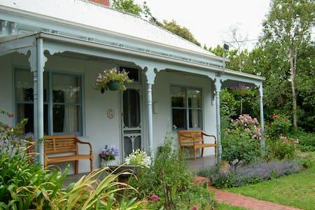 Luxurious 1880's Victorian Cottage - Koroit - Casa