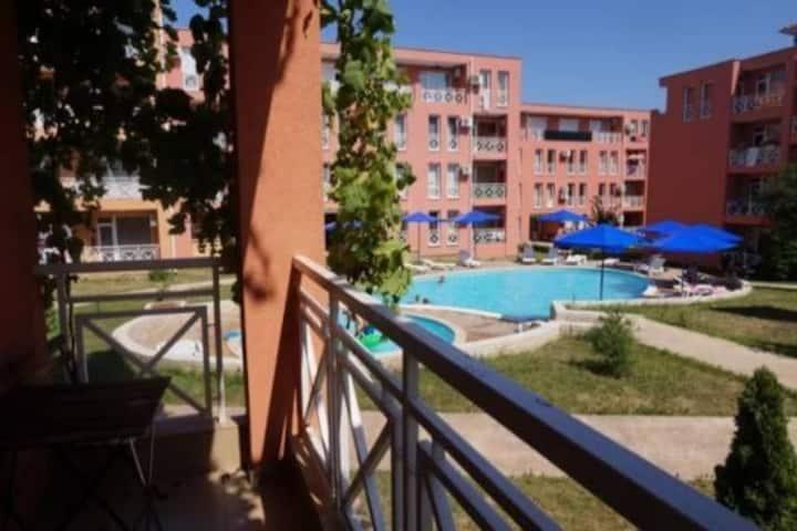 Trzypokojowy apartament w kompleksie Sunny Day 6
